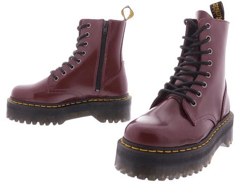 Rote Dr. Martens Schuhe