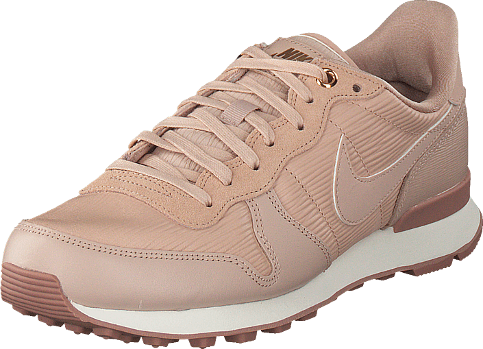 nike internationalist beige