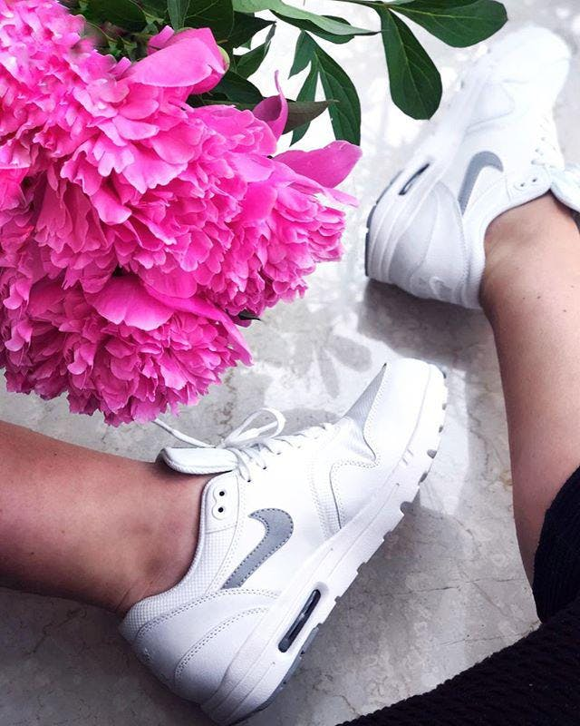Köp Nike W Nike Air Max 1 Ultra 2.0 WhiteMtlc Platinum